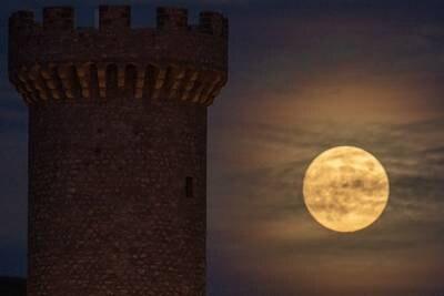 Hunter's Moon 2021: 10 stunning photos of October's full moon